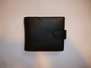 Wallet Black Leatherette Textured w. Snap Catch